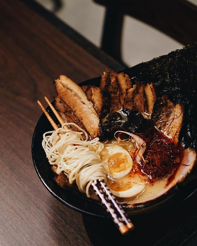 nestled in mapletree business city, @ramenhitoyoshi's new arm offers their signature tonkotsu ramen and a new variety of grilled items.