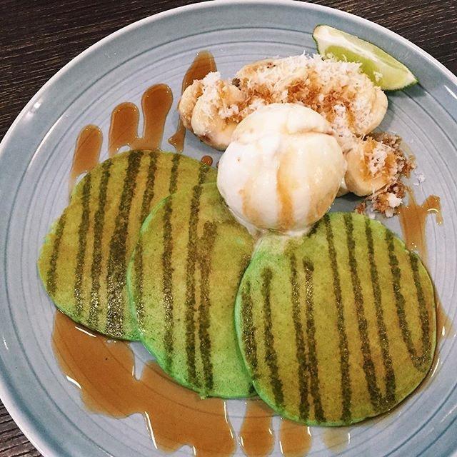 Pandan Pancakes w Gula Melaka Ice Cream ($14 nett) 🥞 ⭐️ 3.5/5 ⭐️ 🍴The pancakes, although thin, managed to be crispy and moist.