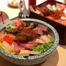 Chirashi Don ($25) ⭐️ 4/5 ⭐️ Chirashi Kou ($35) ⭐️ 4.5/5 ⭐️ 🍴Considerably value for money given the thick fresh slices of sashimi atop rice that comes with miso soup & three small slices of watermelon.