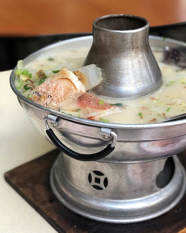 Fish Soup (S $25) ⭐️ 4/5 ⭐️ 🍴Rich and tasty fish soup that has a nice blend of all the flavours of many different ingredients - cabbage, yam, salted fish, ginger & sour plum that added a nice touch of sourness.