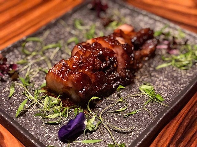 Charcoal Beancurd ($24) ⭐️ 5/5 ⭐️ Marble Goby Fish ($12/100g ~ $84) ⭐️ 5/5 ⭐️ Drunken Chicken ($18) ⭐️ 4.5/5 ⭐️ Smoked Charsiew Belly ($28) ⭐️ 4.5/5 ⭐️ 🍴 Excellent traditional Cantonese dishes where the elegant ambience is only surpassed by the appetiser of drunken chicken roulade, sinfully fatty & succulent char siew pork belly, and our favourites - perfectly steamed marble goby, one of the best charcoal tofu around, and silky smooth mango sago dessert (with amazing coconut ice cream!).
