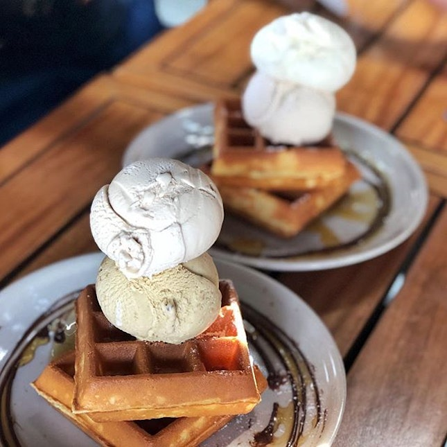 Waffles & ice cream ($13.60) 🍦 ⭐️ 4.5/5 ⭐️ 🍴#creamier still does some of the best classic waffles and ice cream around.