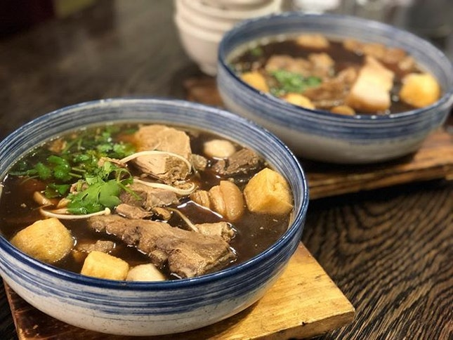Bak kut teh ($23/ 2 ppl portion; $14 each) ⭐️ 3.5/5 ⭐️ 🍴Satisfying bowl of warm herbal pork soup great for when the weather is cold.