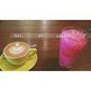 coffee in a cup, fizzy bandung in a glass ☕️🍹 #chillaxchannel #cafehoppingsg #allboutfood #foodpornasia #foodpornsg #igsg #breakfast #mealafterrun