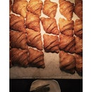 I have a thing for #croissant  Rule no.1 : It must look like one of course!