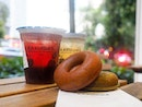 Chewy doughnut with kurozu tea at one-for-one!