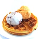 It's not right to think about waffle & gelato so late at night.