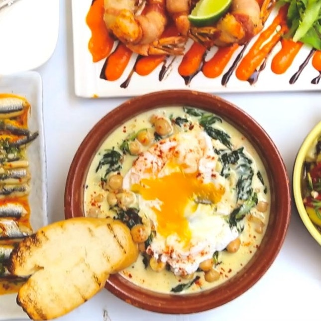 Spanish Tapas with poached egg at Octapas, 5 course Chinese Lunch at Peony Jade, XO Fried Rice from Hutong, Pineapple Fried Rice at RENNthai, Ayam Bakmee at Bayang, Burritos at Muchos, Chicken Curry from RAS The Essence Of India.