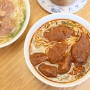 Yong Kang Beef Noodles 永康牛肉麺館 is known to be one of the best Taiwanese beef noodle joints in Taipei, well-known for its spicy soup.