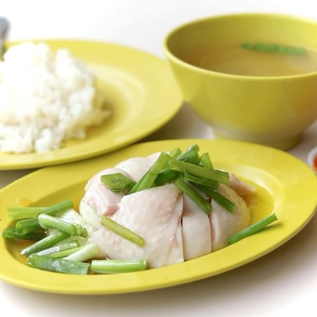 Suddenly in a Chicken Rice mood and queued for about 45 Min for Hua Kee Chicken Rice at Redhill 85 market.