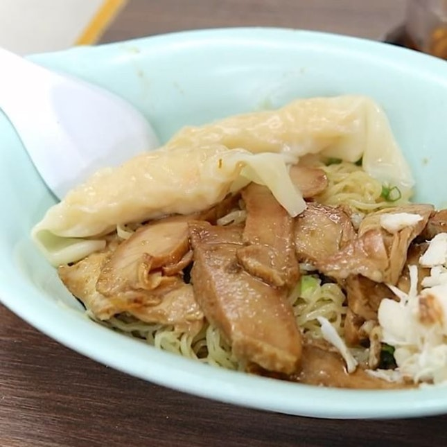 Forgot about the other famous Thai style wanton noodle shop in Bangkok.