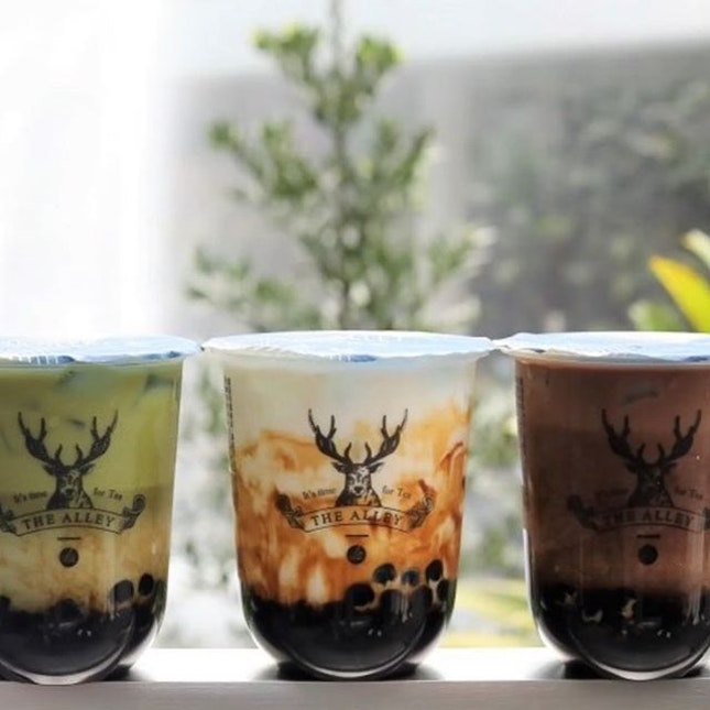 Popular bubble tea shop The Alley @thealley.sg has finally opened in Singapore, right at Jewel Changi Airport (#B2-273).