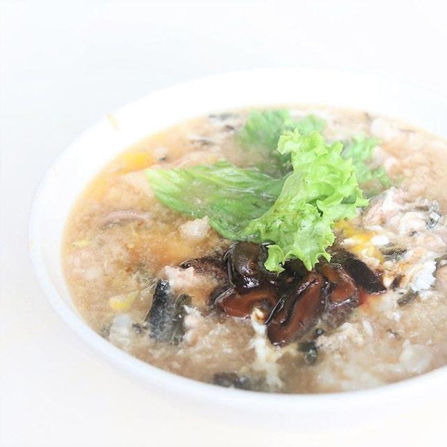 The rainy weather calls for some soup Bak Chor Mee aka Minced Pork Noodles.