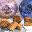 Halal-Certified Mooncakes In A Luminous 'Moon Globe'!