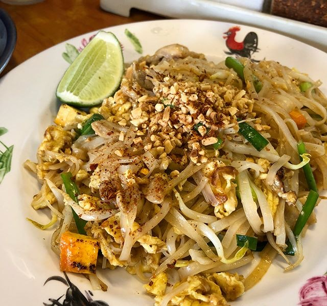Awesome lunch at my favourite Thai food eatery #thaigoldfood My all time favourite 1) Phad Thai 2) Pandan chicken 3) Tom Yum Goon 4) Thai red pork curry  I would highly recommend this restaurant because the prices here are really reasonable and the taste is really authentic.