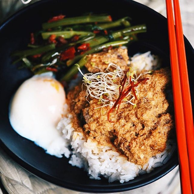Handcrafted #Rendang #ricebowl with a side of #onsenegg and #kangkong..