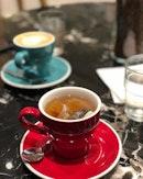 <🇩🇪> Freunde zeigen ihre Liebe in schwierigen Zeiten, nicht in glücklichen <🇬🇧> Friend shows their compassion in hard time instead of happiness • ☕️: Camomile Tea - S$3.5 ☕️: Latte - S$4.5 📍: @jabcoffeeco @rafflescitysg Singapore