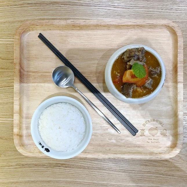<🇨🇳> 你是像冬天的可可,像夏天的可乐 <🇬🇧> You're like chocolate in Winter, like Cola in Summer • 🍛: Stewed Brisket with Tomato - S$7.80 📍: @delibowl.sg @payalebarsquare Singapore