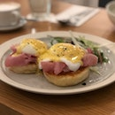 Eggs Benedict With Homemade Crumpets