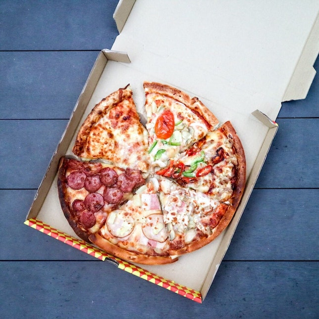 There's a new pizza delivery in town as Pezzo Pizza has teamed up with Foodpanda to deliver your favourite handcrafted pizzas directly to you.