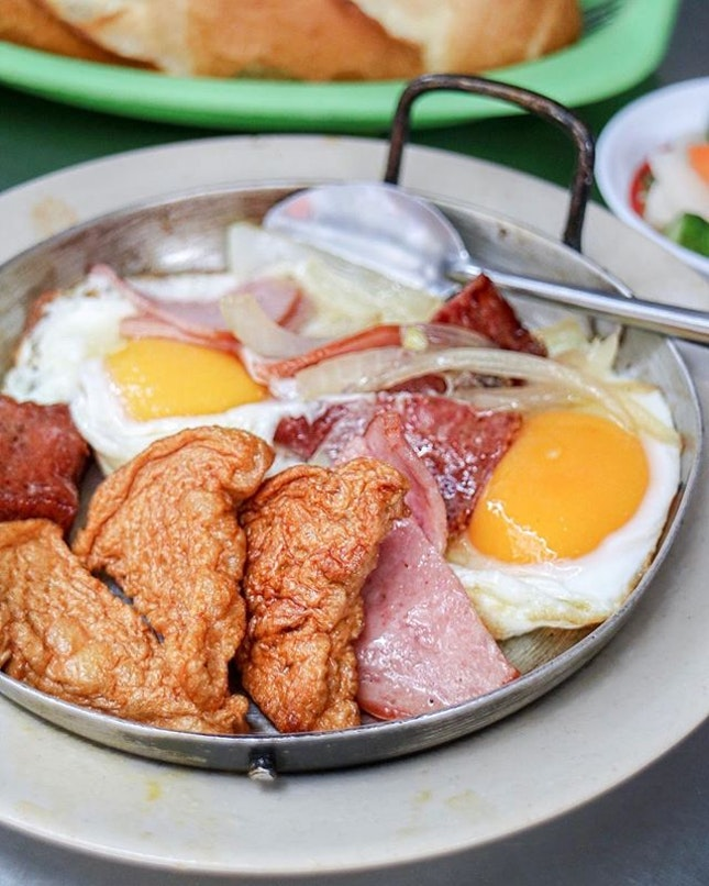 When Mark Wiens of @migrationology deems this the best breakfast he ate in Vietnam, you know you have to add this into your itinerary even if it means waking up early for it.