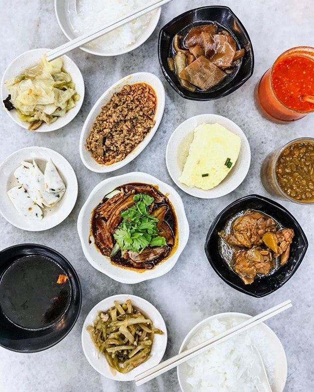 The warm fuzzy feeling that you get when eating Teochew porridge is like covering yourself with a blanket when it rains in the night.