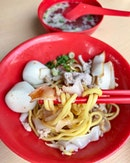 Starting at $5, this is not your regular bowl of kway teow mee but the price that you pay is justifiable at how tasty this is.