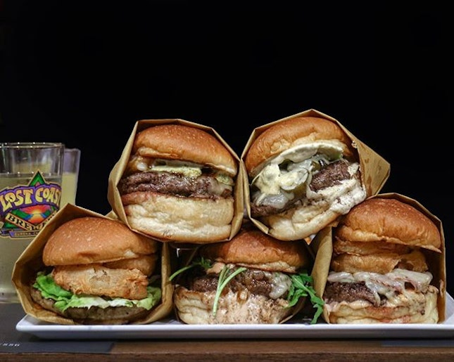 Hailing from the City of Angels, with the bright lights and home of Hollywood, 25 Degrees is a burger chain from Los Angeles that has set foot in our local burger scene.