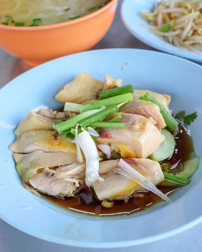Come to Ipoh and you cannot leave without first having their bean sprouts chicken.