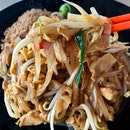 Back at Nimman Soi 9 for lunch and this time round, instead of the basil pork rice, I got the Pad Thai ($5.50) instead.