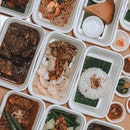 Launched a couple of weeks ago, Violet Oon Singapore is bringing a Nyonya feast right to the comfort of your own home or in office with their new Petit Feasts.