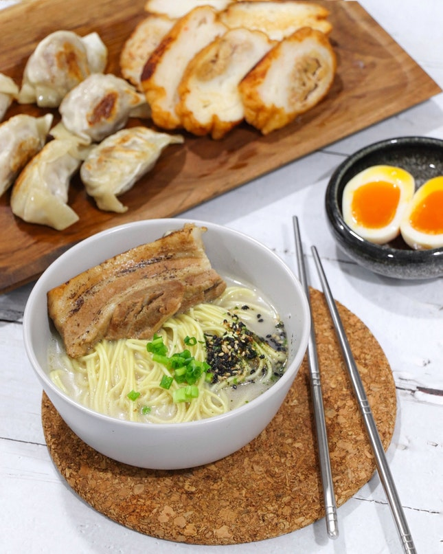 Raining weathers and craving for a hot bowl of ramen in that moment?