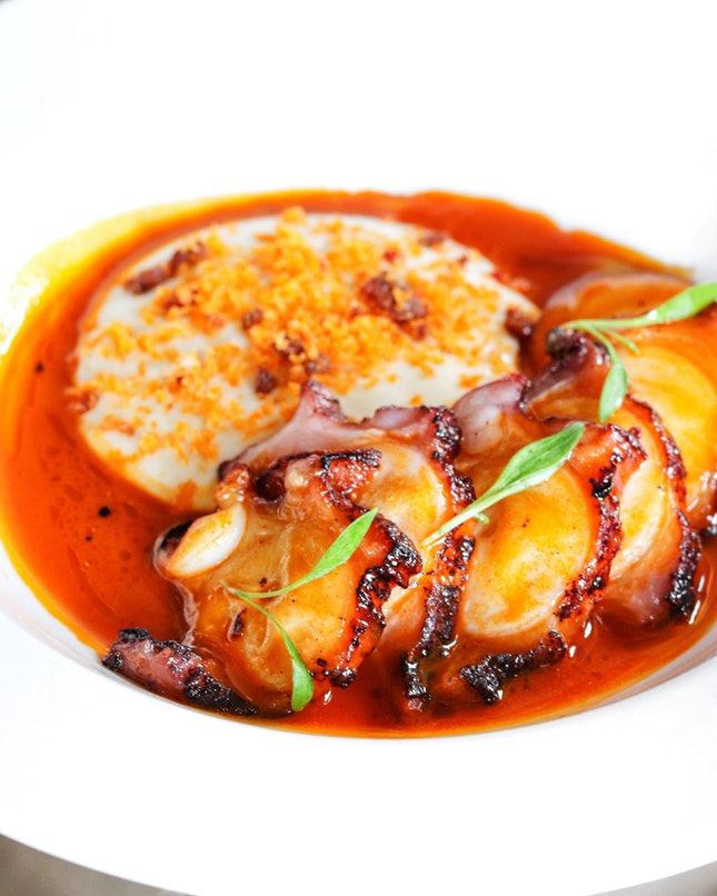 The one dish that I have had from Esquina which gave me the wow factor is the grilled Spanish octopus.