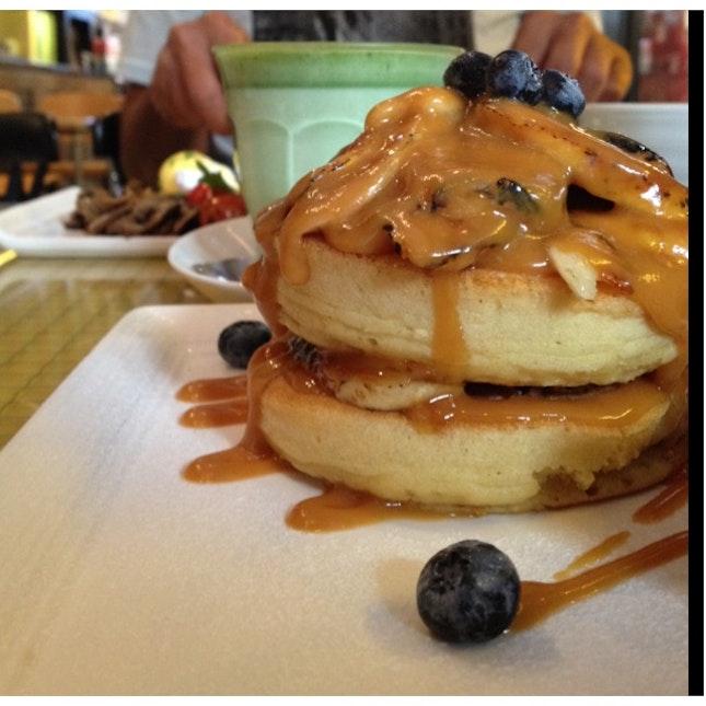 Pancakes With Caramelized Bananas X Matcha Milk