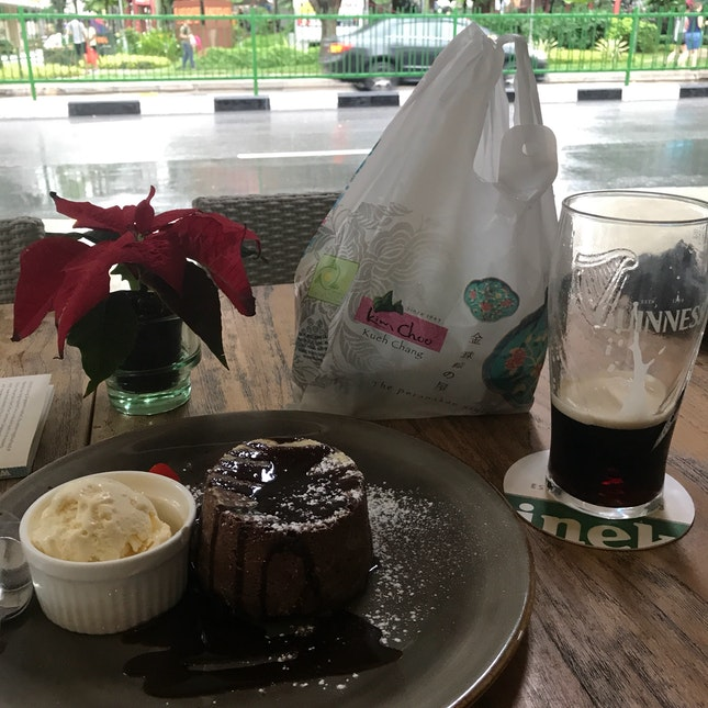 Chocolate Molten Lava Cake & Guinness