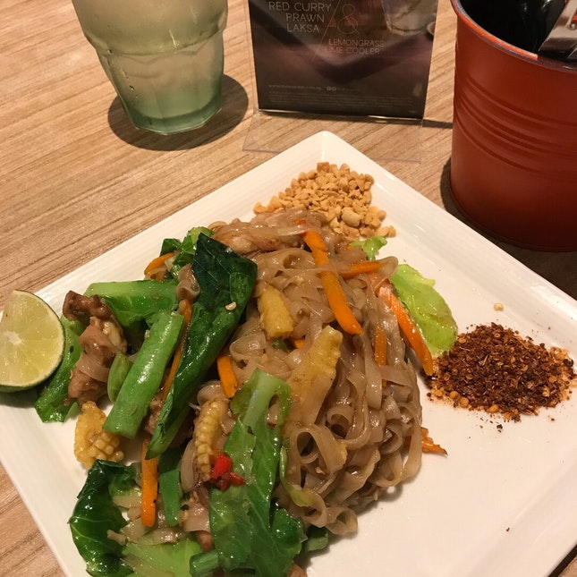 Pad Kee Mao $9.50 (only Chicken No Seafood)