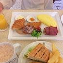 Breakfast with Ibu and Suraya 💗 #sabrinacarimakan #burpple