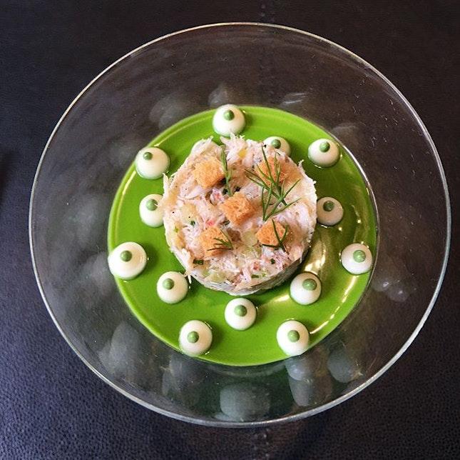 Le Crabe un velours tremblotant au vert de Kale rafraîchi à l'huître.