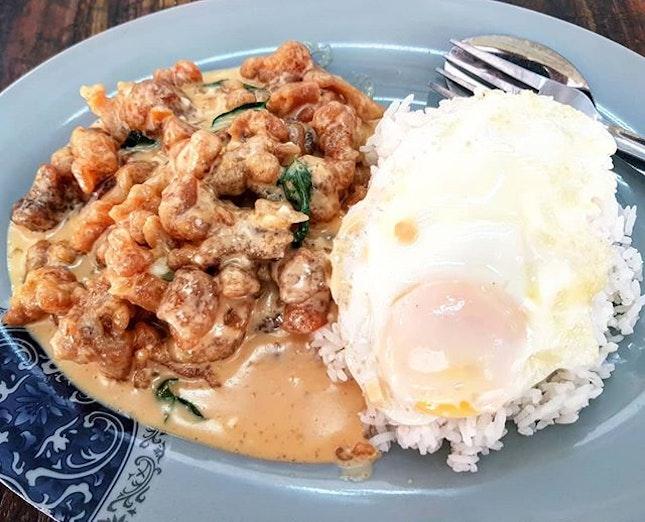 salted egg chicken rice 👍🏻 3.10.18 #foodporn #sgfoodporn #foodsg #sgfoodies #instafood #foodstagram #vscofood #burpple #hungrygowhere #hawkerfood #hawkercentre