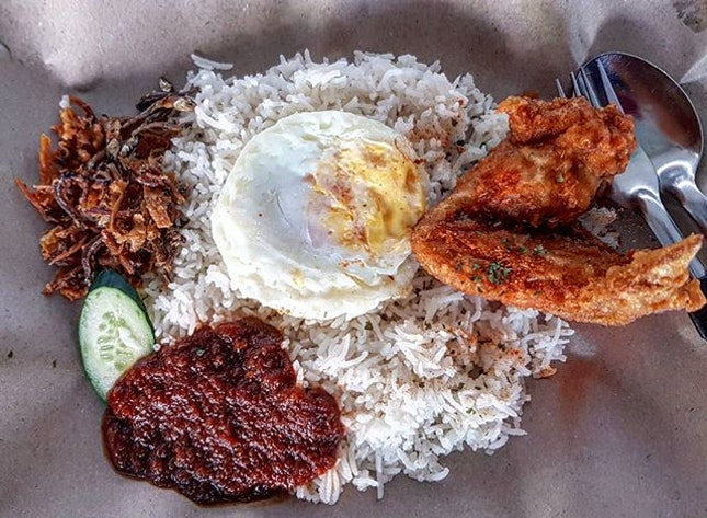 nasi lemak 👍🏻 8.2.19 #foodporn #sgfoodporn #foodsg #sgfoodies #instafood #foodstagram #vscofood #burpple #hungrygowhere #hawkerfood #hawkercentre