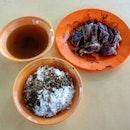 braised duck rice 👍🏻 6.11.19 #foodporn #sgfoodporn #foodsg #sgfoodies #instafood #foodstagram #vscofood #burpple #hungrygowhere #hawkerfood #hawkercentre