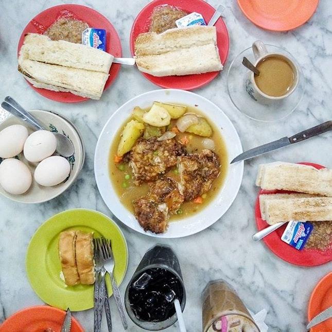 Conversations over classic hainanese breakfast.