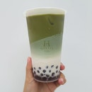 Matcha Latte With Cocoa Pearls