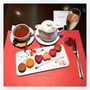 #tasty #macaron ❤️ #nice #sparkingwine 🍸#mykind of #lazysaturdayafternoon #instafood #instadrink #foodporn #foodlover #burpple  #instaweekend #hediard