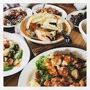 #happyhumpday #foodiecolleagues #claypotcurryfishhead #cravingfixed 🥘 #tablefull #happylunch #instafood #foodporn #foodlover #burpple #harvestseafood #boatquay #felzfooddiary