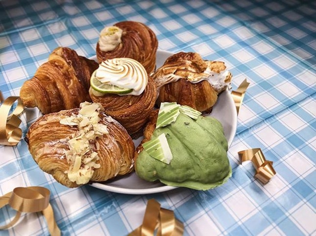 Tried my very best to make my camera do these amazing pastries justice, but this picture is definitely nowhere close to expressing the beauty that are these delicious mochi croissants! 💛