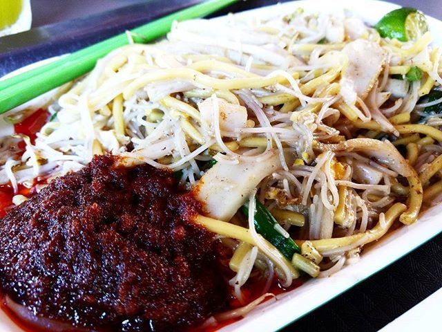 Choon Hiang Hokkien Mee 👍🏻 ✅ Hokkien Mee {8} [$4] so if you've read our previous review, I've decided to try the white carrot cake instead of the black because I asked Choon Hiang's stall auntie which she thought was better!