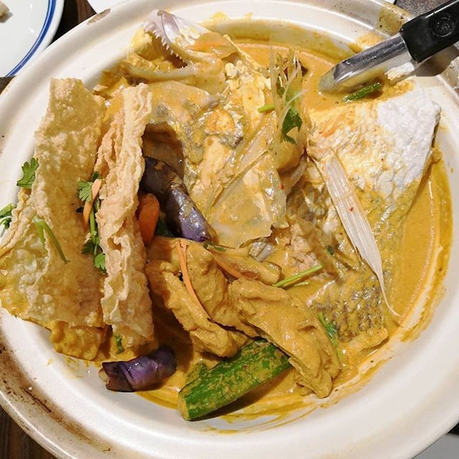 Relax yourself and enjoy homey food with your friends and family @lim_spring_court While you are busy chatting about life, don't forget to feast on their delicious food.🤭 And here comes the main, Lim Spring Court Curry Fish Head.👍 Loads of ingredient with a big fish head in tasty curry sauce.🤤 We Sapu(clear) this dish very fast.😋 Drinking curry like nobody business.