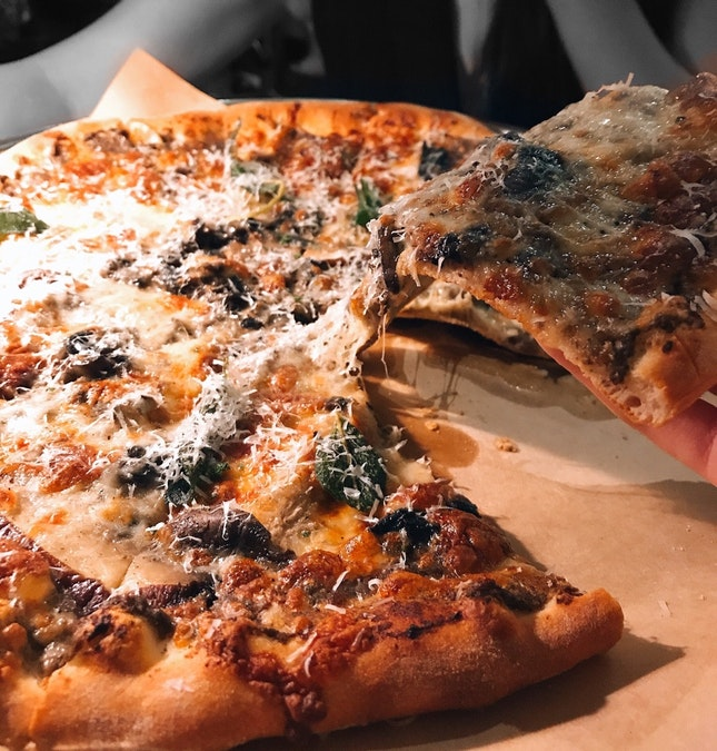 { Bianca Fungi Pizza }