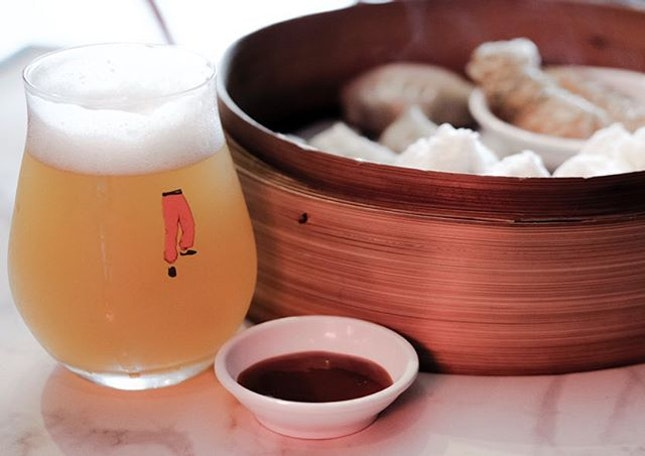 Best way to start the week and perhaps the best way to take in a @youngmasterales Eastern Heretic IPA; with Hong Kong's staple, dim sum.
